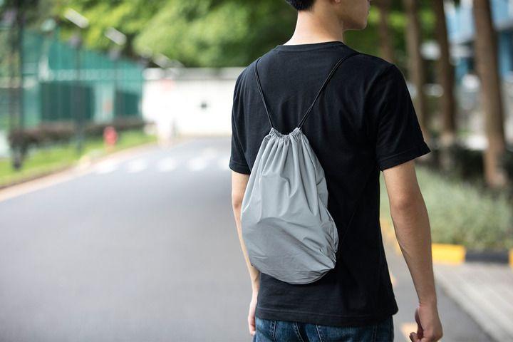 Goggles i rygsæk på mand